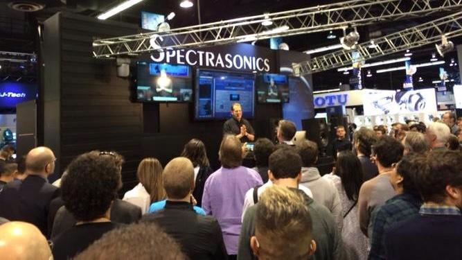 スタッフ H | NAMM2015:Spectrasonics Omnisphere 2発表!  Spectrasonicsが突如として発表したのOmnisphere「2」 。同社のフラッグシップシンセサイザーであるOmnisphere、2008年の発売以来初のメジャー・アップデートをリリースしました。さっそくNAMM会場のSpectrasonicsブース(ILIOブース内)では、突然のニュースに多くの人が駆けつけているようです。