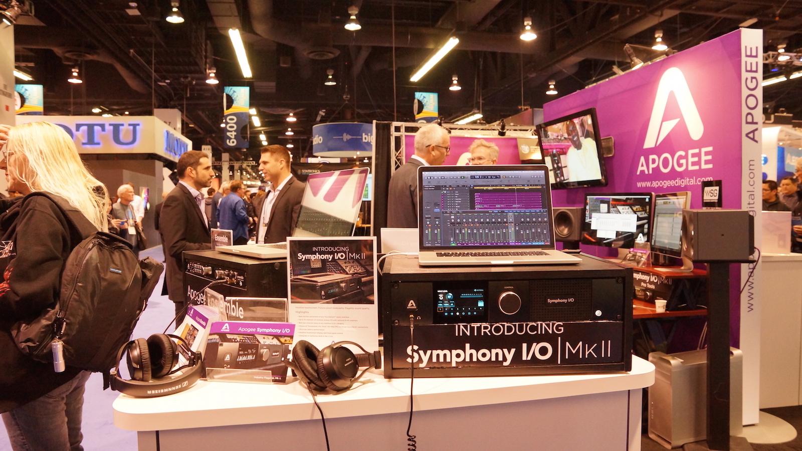 スタッフ OK | Apogeeブースでは情報が公開されたSymphony I/O MkIIからモバイル製品まで展示  NAMM2016のApogeeブースは、Symphony I/O MkIIと、Thunderbolt搭載で先行するEnsembleを中心に、モバイル関連製品まで展開していました。